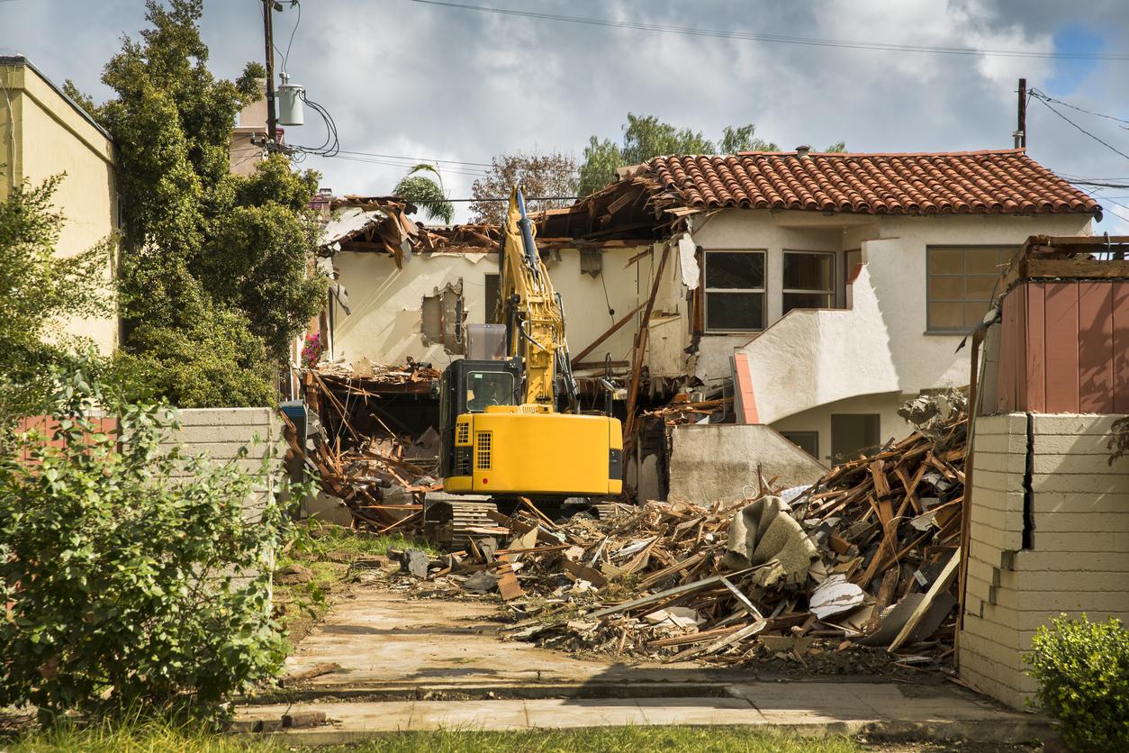 古い家を解体して売る